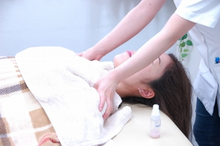 美容鍼後の体へのマッサージ